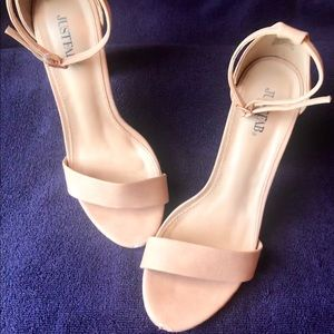 "JustFab 4 1/4"" Platform heel Tan Sandals"